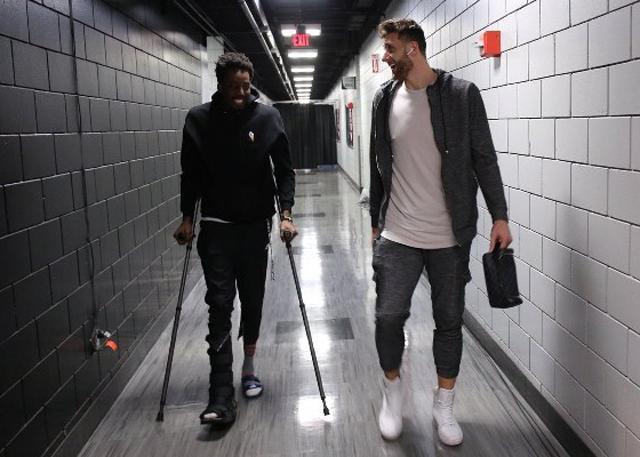 扭伤右脚脚踝 开拓者队阿米奴休战2-3周
