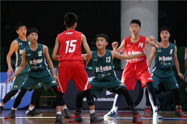 广州一中球员在总决赛中全情投入