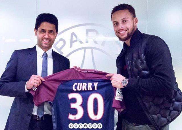 库里造访巴黎观看内马尔比赛 并获赠球衣