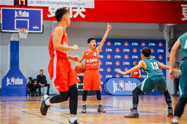 东华中学球员在总决赛场上展现了自己的风采