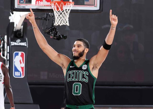 搶七取勝功臣!Tatum砍29+12+7比肩偶像Kobe,關鍵前場籃板奠定勝局!(影)