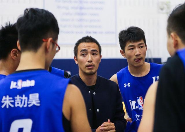 【筑梦人说】篮球儒帅——交大附中教练杨广
