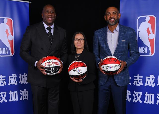 为抗击疫情助力 两大名宿为武汉捐赠全明星签名篮球