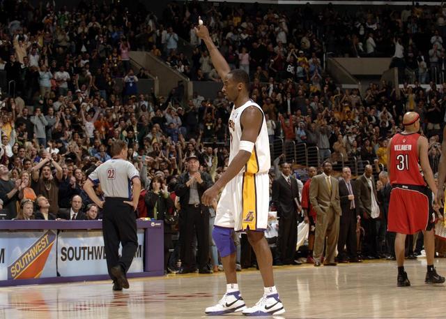 【NBA会员】庆幸在最好的年华遇见了他