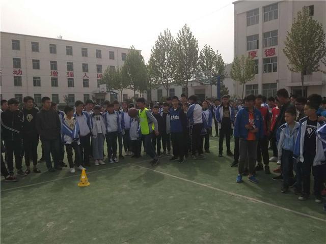 学生比赛期间创造出了良好的篮球氛围