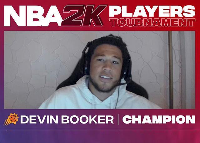 布克决赛横扫艾顿夺得NBA 2K锦标赛的冠军