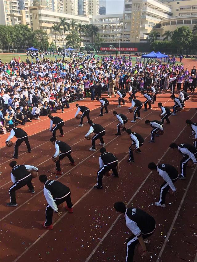 火热的校园篮球氛围成为北师大南山附校实力的保障