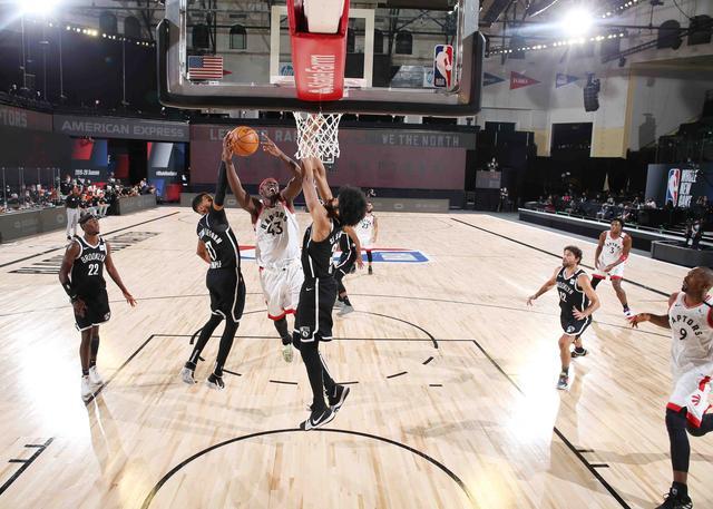 季后赛首轮G2:猛龙104-99篮网 图集