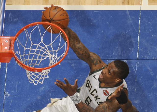 血布30分创新高 字母:他让大家比赛更容易_NBA中国官方网站