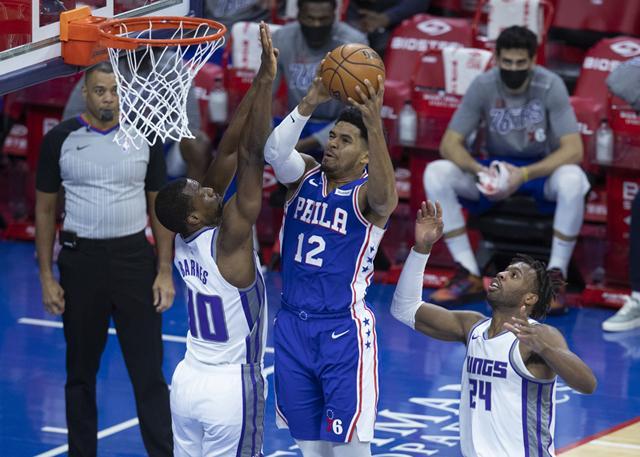 哈里斯29分11篮板8助攻 残阵76人大胜国王