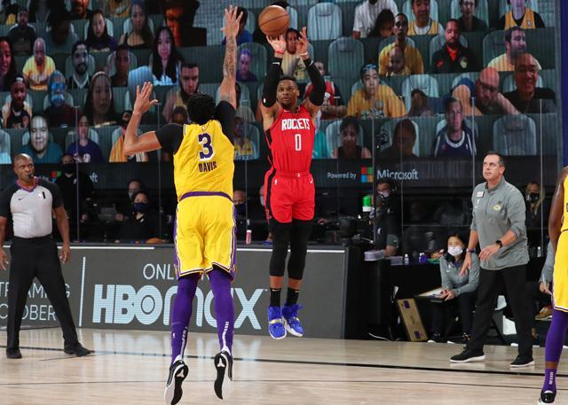 威少输出可观回应质疑 仍难赢球该往何方_NBA中国官方网站