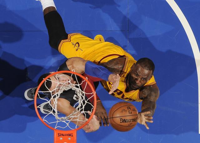詹皇谈三双:对助攻有感觉 得分和篮板常意识不到