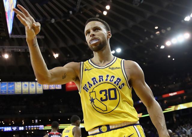 熟悉的Curry又回來了 !Curry三節51分 三分16中11,自稱「巔峰」不吹牛!(影)