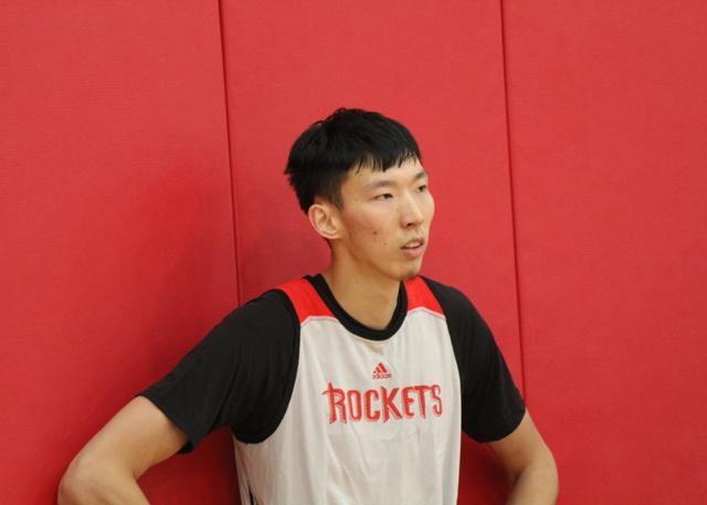 官宣:火箭队正式签约周琦 大魔王登陆NBA