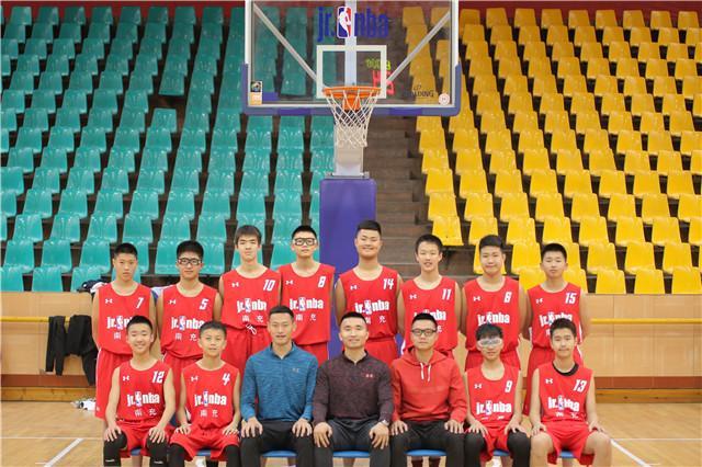 张家建教练(前排左三)努力追求着自己的目标