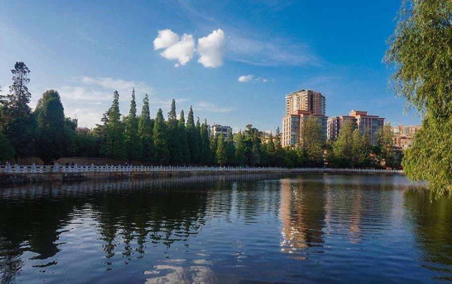 昆明:加快城市发展 提升城市品位
