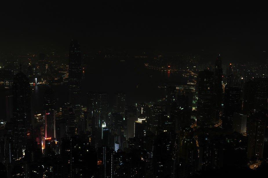 """香港夜景卸下""""光环""""1小时 响应地球环保行动"""