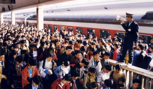 """回望春运40年:归家路上的""""变""""与""""不变"""""""