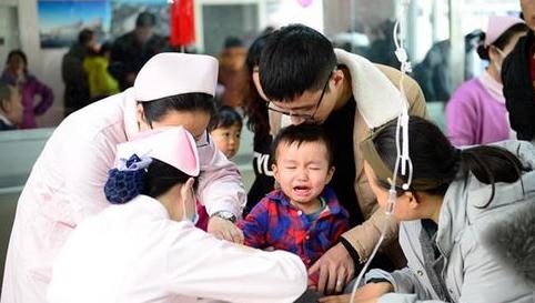 流感冲击下脆弱的儿科:家长理念加剧儿科紧张