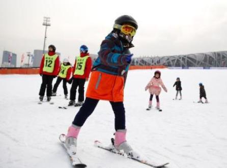 七部门:大力发展青少年足球运动 推动冰雪运动普及