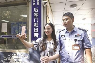 汶川女孩9年后南京谢救命恩人 已成20岁大学毕业生