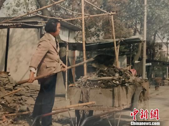 """浙江海宁一老人坚守26年 帮邻助里""""守护家园"""""""