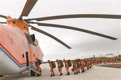 内蒙古大兴安岭发生森林火灾 武警官兵全力扑救