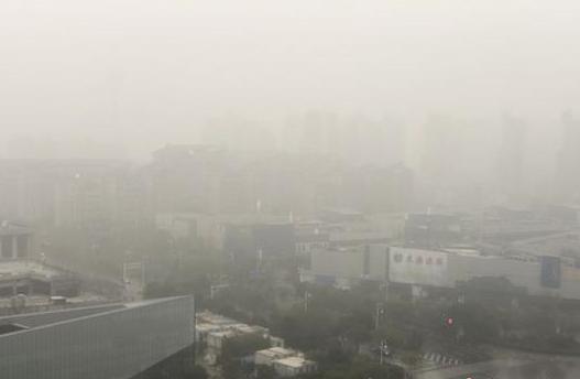 江苏持续发布霾黄色预警 立体交通受阻