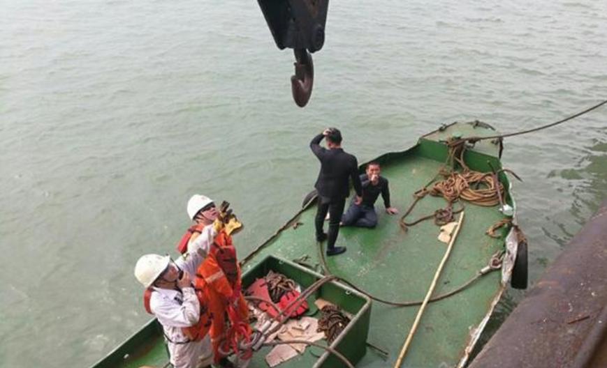珠江口沉没货船5名船员获救 其余7名正在被施救