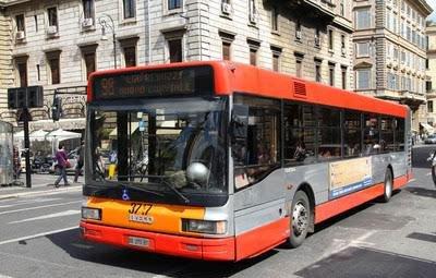 醉酒乘客与公交司机争吵 拉拽方向盘致事故获刑