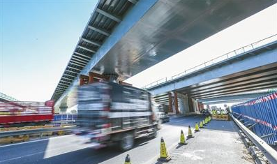 北京新机场高速跨南六环施工完成 计划明年全线完工