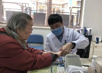 中国家庭医生服务已覆盖5亿人 上门服务不是必须的