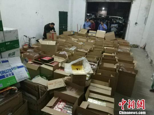 广东铁警破获特大销售假烟案 查获假烟近两万条