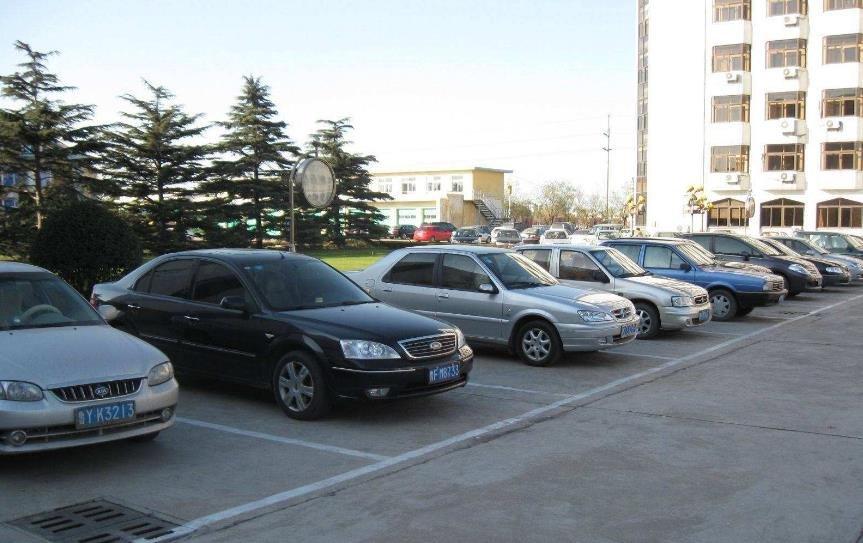 私家车数量猛增 居民小区各类车位权属亟须立法明确