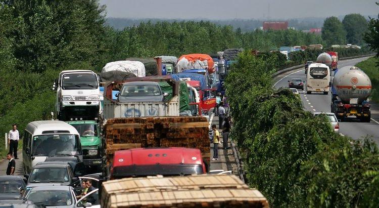 公安部交管局公布2起重大交通事故责任追究情况
