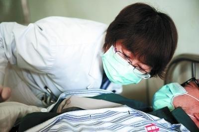 女医生医治数百名特殊艾滋病人 给患者赢取生的机会