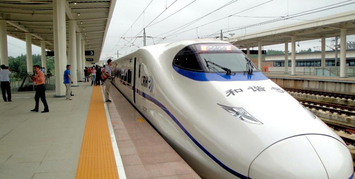 以高铁站建设为依托打造交产城多功能一体化城市区域
