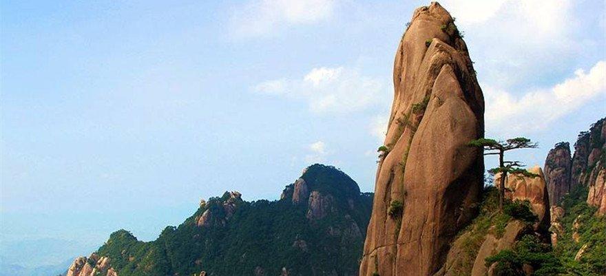 驴友攀爬江西三清山在山体上钻孔 3人被立案侦办