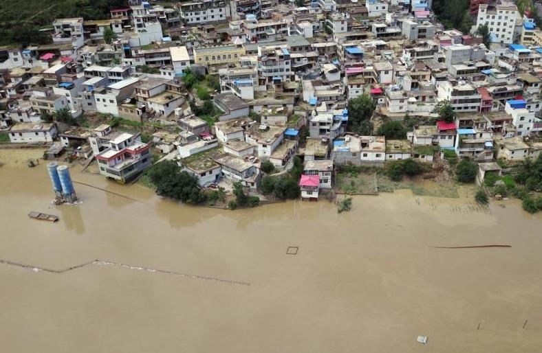 甘肃舟曲多日降雨造成滑坡体崩塌