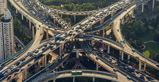 城区交通枢纽不鼓励长时停车