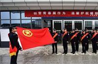 2017年春运首日 云南开远铁路警方为旅客提供暖心服务