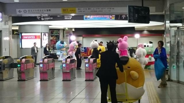 萌物排队进车站,蛋黄哥姗姗来迟