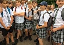 裙下有怪兽!腐国中学把一群少年逼成女装大佬