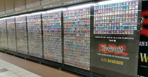 《游戏王》7649种卡牌在日本新宿站同时展示