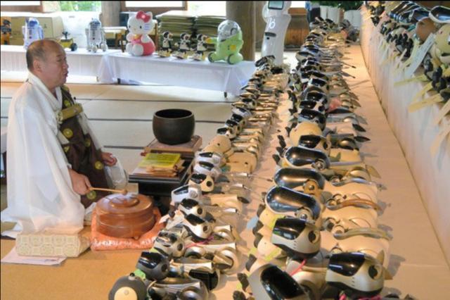 日本人为100只索尼狗办葬礼 找机器人与和尚超度