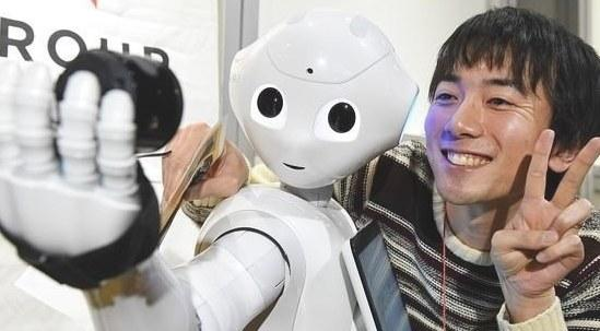 日本仿人形机器人首次与学生共进课堂