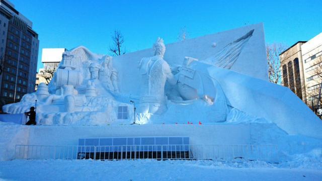 日本札幌冰雪节《FF7》《LLSS》等大量动漫雪雕引人注目