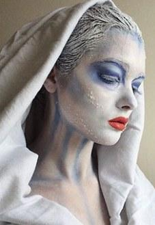 立陶宛美女不爱美妆爱装怪