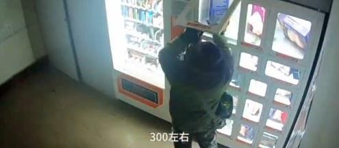 企鹅娘吐槽:男子费尽心机偷窃充气娃娃