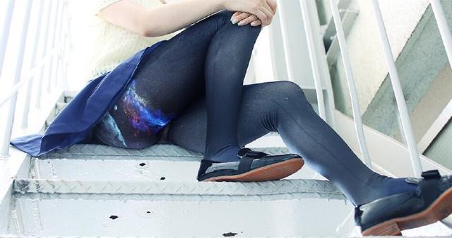 妹子的裙下有什么?有一片星辰大海啊!